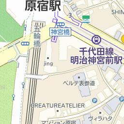 原宿駅入口のバス時刻表とバスの...